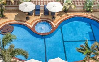 Encontrar solteiros em piscina (primeiro hotel)